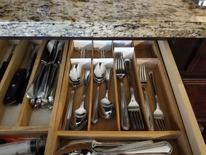 Adjustable Silverware Drawer Spacer