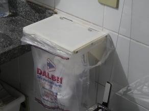 Hanging kitchen waste bin