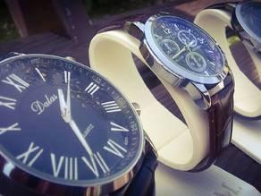Wristwatch stand