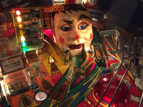 Eyelid latch for Funhouse / Roadshow pinball machine