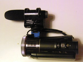 Montage microphone Hähnel MK200 to camcorders Panasonic