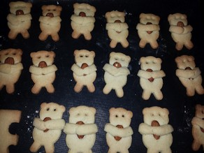 Bear cuddling almond cookie cutter