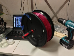Spool for coiled filament that can mount on a rod