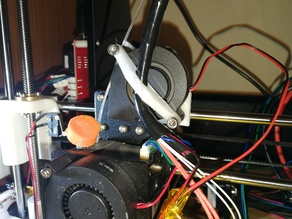 Extruder cable holder for vertical fan