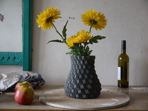 Curved honeycomb vase