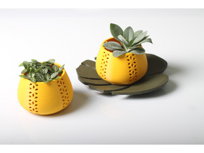 Jungle pot or candle holder