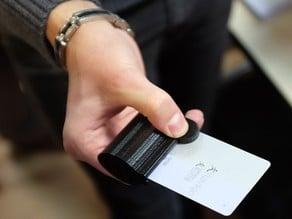 OT student project : credit card clamp / Projet étudiant en ergothérapie : pince à carte de crédit
