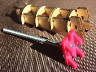 Minimalist but versatile Ultimaker spool holder