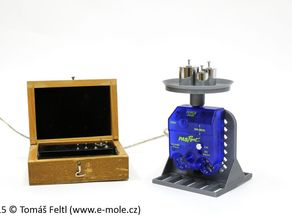 Fun science: laboratory scales from force sensor