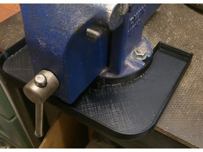 Tray for bench vise