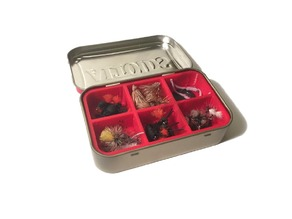 Altoids tin divider with magnet slots