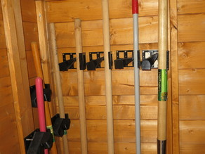 One Hand Tool Rack 18-45MM in one part without assembly for garden, cottage, cellar. Gerätehalter.