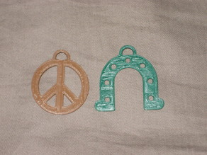 Peace symbol & lucky horseshoe key ring uc3m