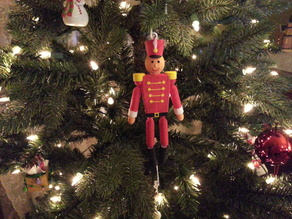 Pre-assembled mechanical pull chain toy soldier