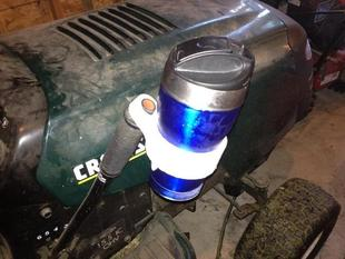 Lawn tractor cupholder