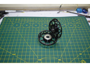Lightweight filament spool holder with bearing