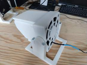 Desktop air filter / fume extractor
