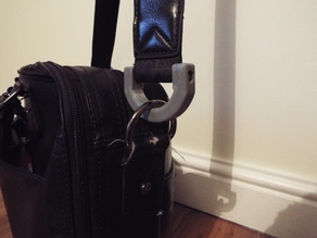 Heavy duty bag strap clip