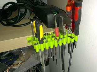 Universal tools holder