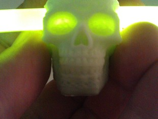 Celtic Skull Glowing Eyes Charm
