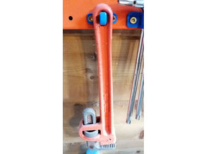 porte clé anglaise, pipe wrench holder