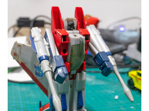 Transformers G1 Starscream hands
