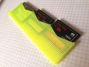 Slim CompactFlash card holder