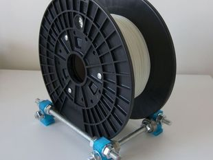 Adjustable size filament spool holder