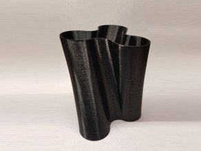 Twisted Vase with optional Lid (Gift Box)