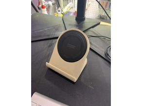 Yootech Qi Wireless 7w Charger - 45 Degrees - Desk or Bedside Stand