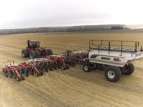 Bourgault 6550 seeding tank