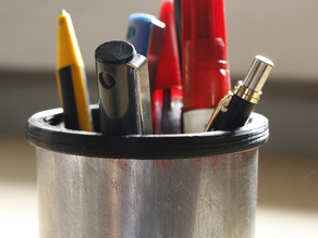 Can pen holder