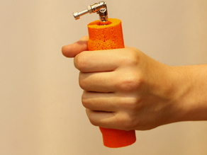 Hand grip with bearings