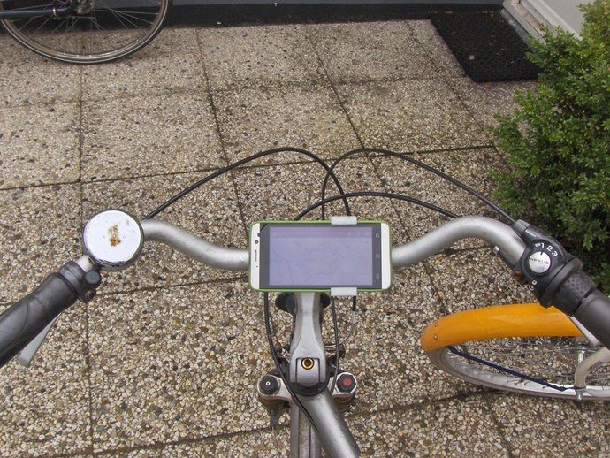 Universal handlebar gadget mount