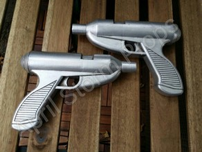 Rav Bralor Pistols - Female Bounty Hunter from Star Wars Expanded Universe