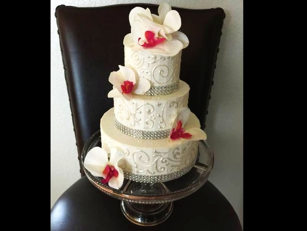 Nice Big Wedding Cake By PickyBiker