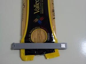clip food storage magnetic closure