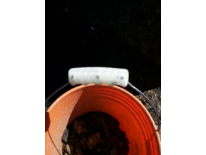 bucket handle with retaining pins