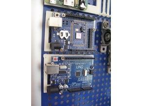 Arduino mount for *metric* pegboard | Arduino-Halter für metrisches Pegboard