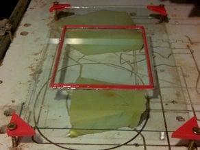 Glass plate holder for leveling