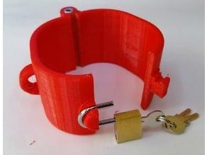 Hand cuff with padlock