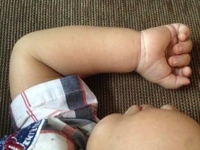 Toddler arm for Kaic 1 year old