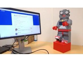 Giant Lego Minifigure : Lea Lady robot