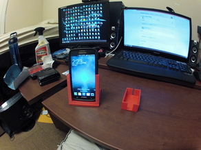 Galaxy s4 (w/ Otterbox commuter) dash mount and iTrip mount