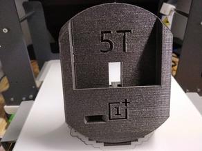 OnePlus 5T with Spigen Rugged Armor dock