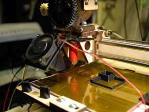 Clip-on Printrbot 40-mm Fan Mount another version