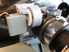 Remote focus attachment for Newtonian telescope