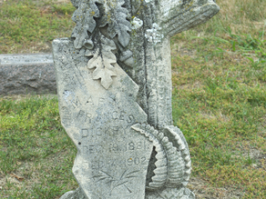 An Early 20th Century Grave Marker