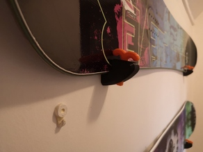 Ski/snowboard horizontal wall mount