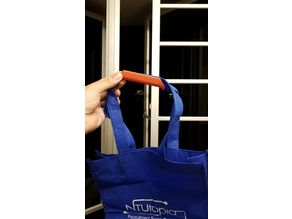 Tote bag clip and handle
